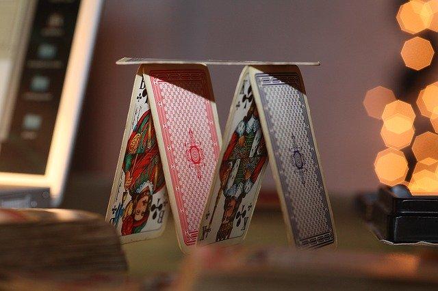 Kartenhaus Bauen